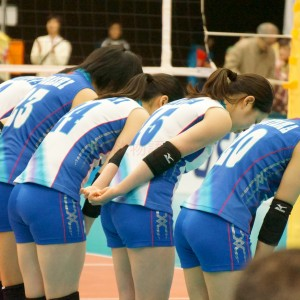 ≪女子バレー≫NEC対岡山 2(ベンチ前に集合!)