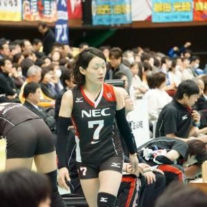 ≪女子バレー≫NEC対日立 5(準備する選手と走り出す選手)